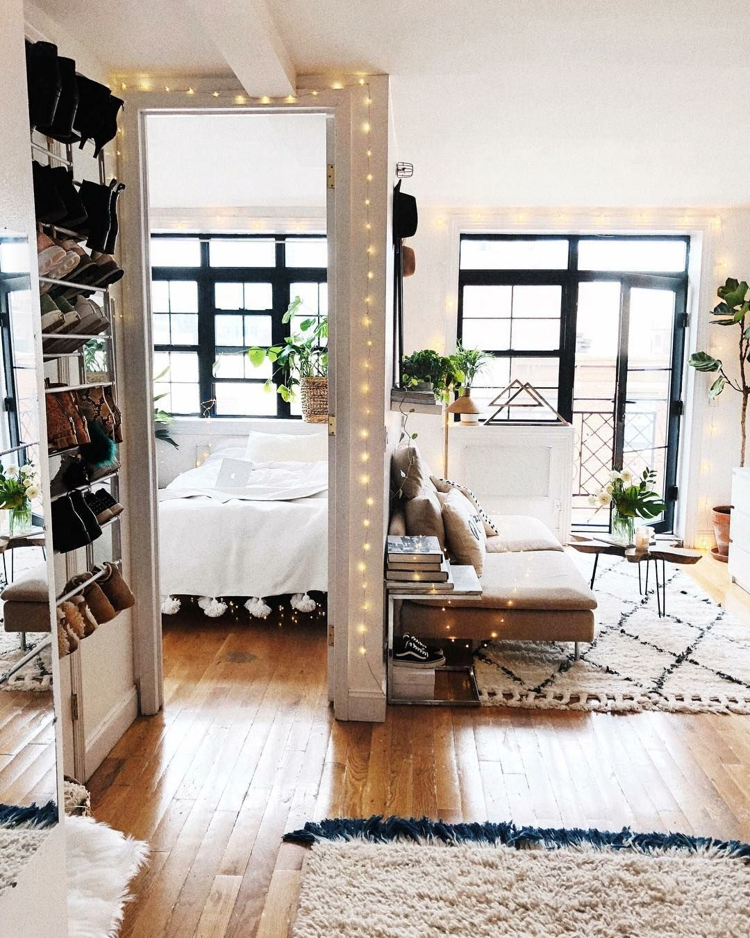 It girl decor inspiration  apartamento mais fofo que voce vai conferir hoje sala  quarto escandinavo boho tapete de losango marroquino also bohemian style home ideas pinterest rh
