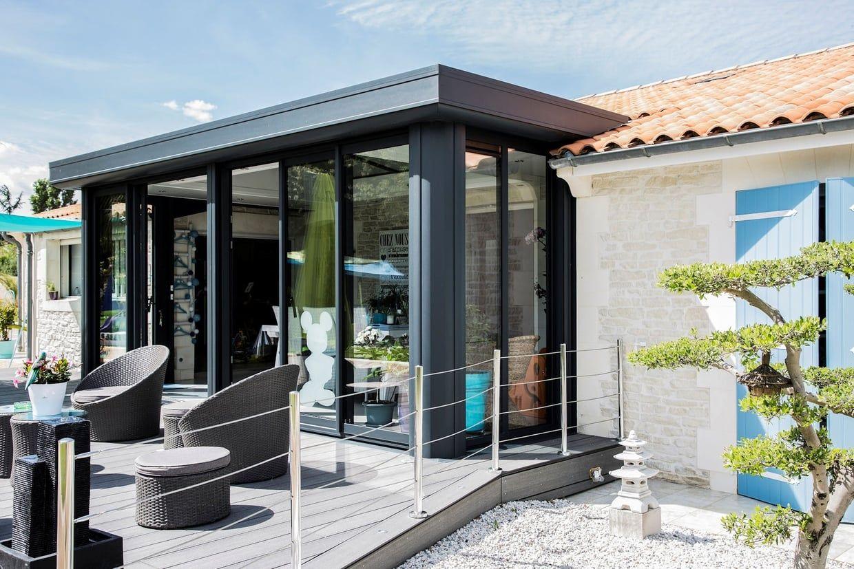 Une véranda qui répond à l'architecture | Veranda, Architecture, Decoration exterieur