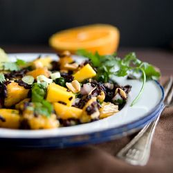 Black Rice Salad with Mango and Peanuts is summery, bright and Thai-inspired. Eat it up!