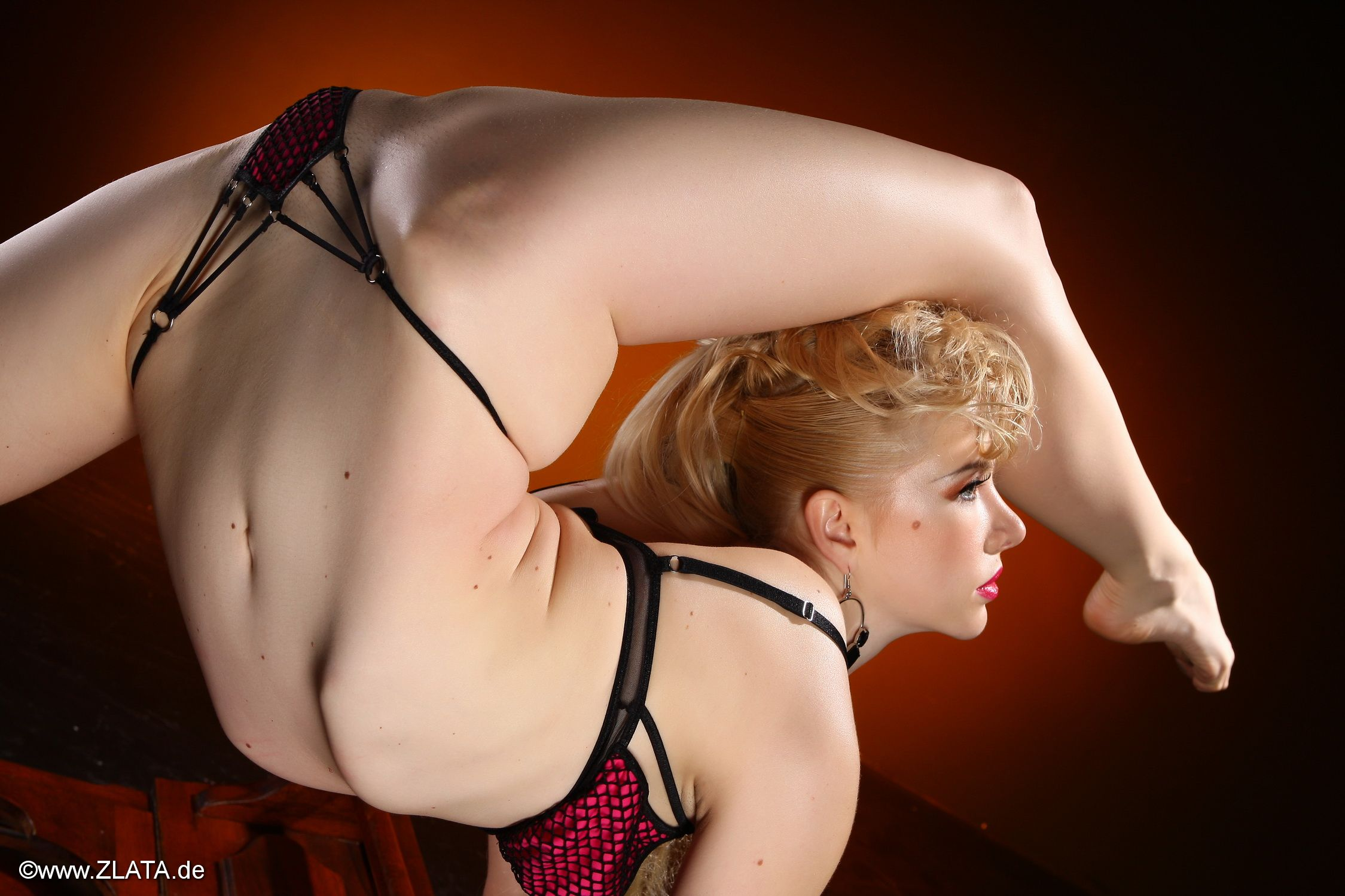 Contortionist Naked 92
