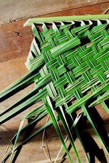 How To Weave A Thatch Roof From Coconut Palm Fronds Anleitungen Flechten Weben