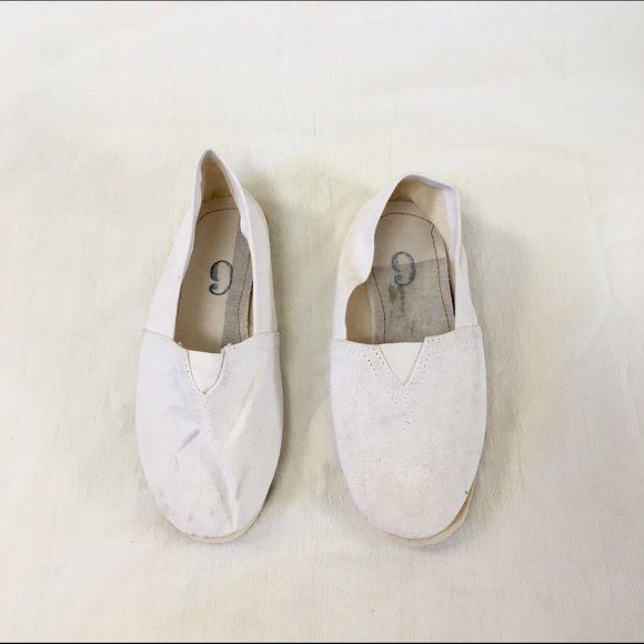 Selling this White alpargatas in my Poshmark closet! My username is: shartriguerieri. #shopmycloset #poshmark #fashion #shopping #style #forsale #Shoes