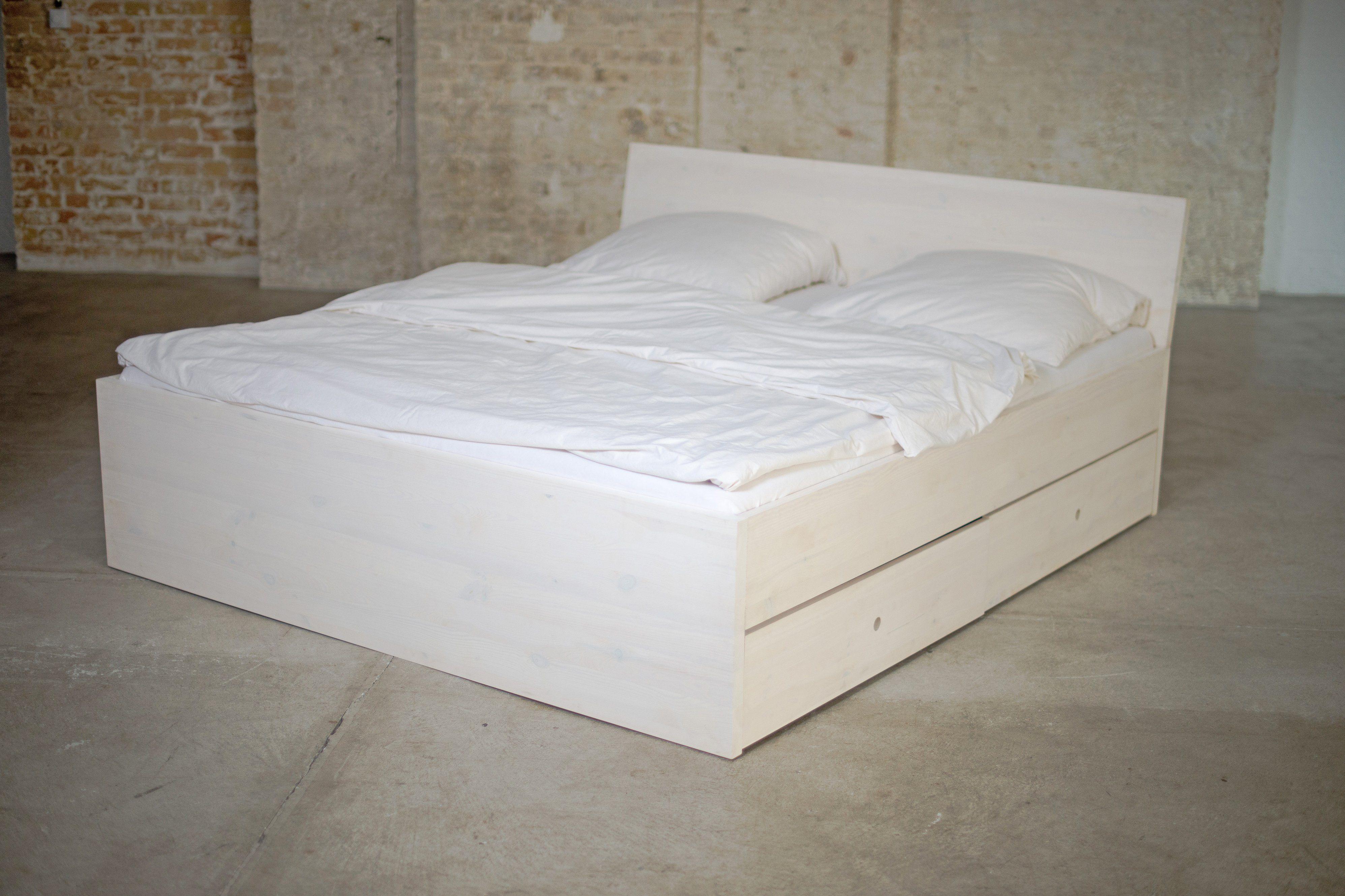 Stauraumbett aus Massivholz mit Bettkästen und allem drum