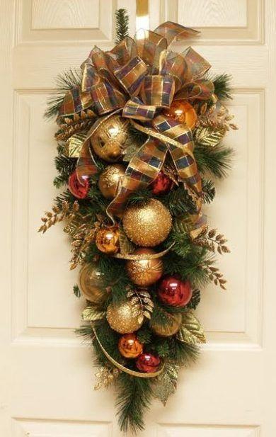 Guirnalda navide a para decorar la puerta botellas for Puertas decoradas con guirnaldas
