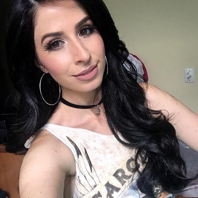 Bom feriado 😘😘 #elisaaranhamakeup #elisaaranha_mua #maquiadoresrj #maquiagemrj #maquiagem #makeup #makeupartist #glitter #lip #batom #maccosmetics #mac #kryolan #anastasiabeverlyhills @brutavaresppf @pausaparafeminices #pausaparafeminices #vegas_nay @vegas_nay @hudabeauty @hairmakeupdiary #elegance #bride #eye #hair #coque #bocarosa #cutcrease #bonita #noivasdobrasil @maquiagembrasil #cibelepublio #instagram #instamakeupartist @Sigma_pro #SigmaPro #batomduffy