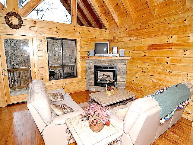 Suite Temptations 2 Bedroom Pigeon Forge Tn Cabin For Rent Smoky