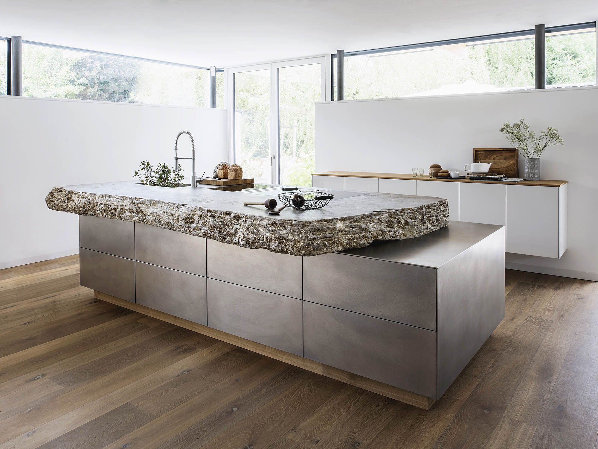 Traumhafte Naturstein Arbeitsplatte In Der Kuche Kuche Dachschrage Kuche Arbeitsplatte Ideen Kuchen Design