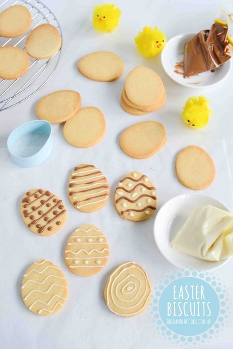 Easter Biscuits - One Handed Cooks Easter Biscuits Easter is a great time to get cooking in the kitchen with kids and we've now got a nice little list of Easter treats for you to choose from. Easter Cookie Recipes, Easter Snacks, Easter Cookies, Easter Treats, Easter Food, Egg Recipes, Easter Bun, Easter Biscuits, Crack Crackers