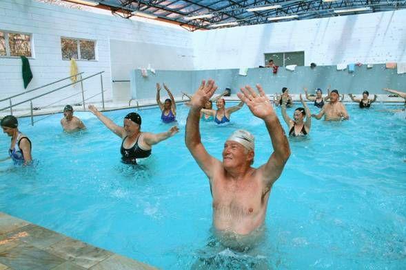 A prática de uma atividade física, seja qual for, é ideal em qualquer fase de nossa vida, da mais tenra infância até… atingir os centenários. A hidroginástica, para os idosos, é a melhor das …