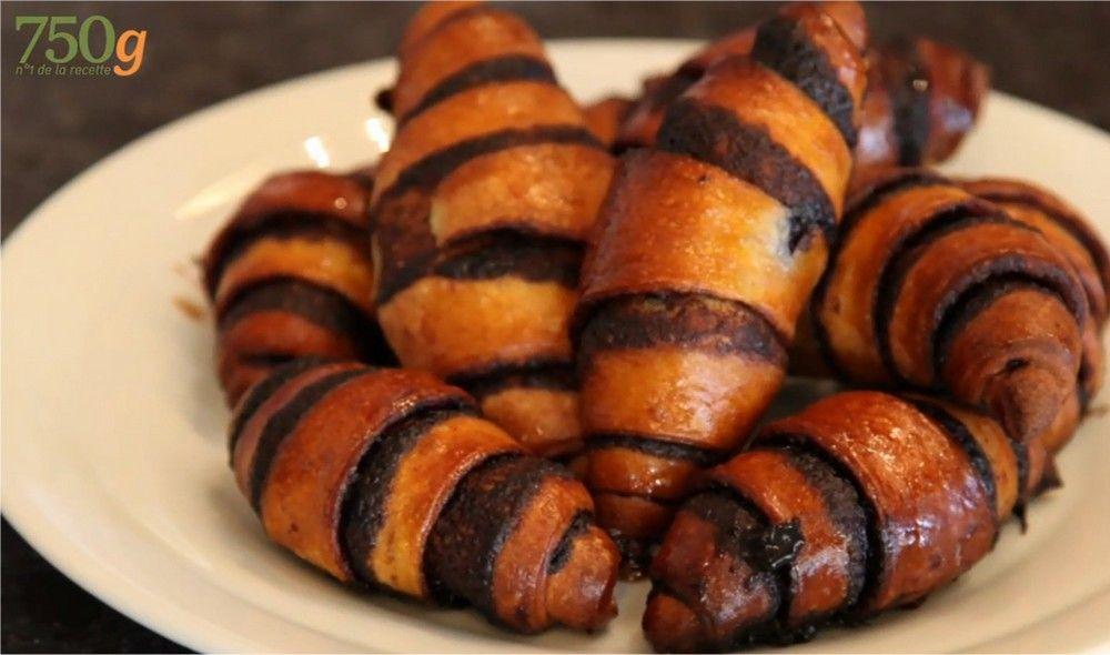 recettes de croissants au chocolat : les chefs de 750grammes vous ont choisi les meilleures recettes d'internautes. Retrouvez les recettes de croissants au chocolat notées et commentées !