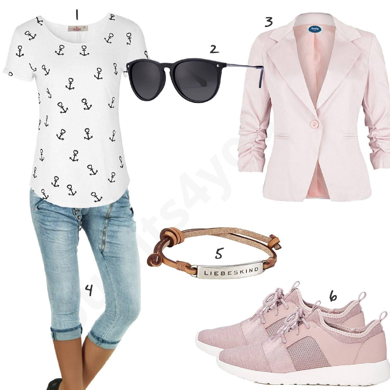 Damenoutfit mit rosa Blazer, sportlichen Schuhen und Shirt