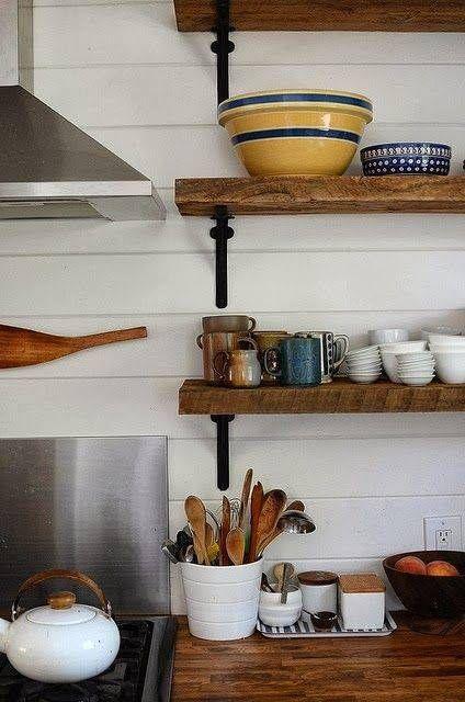 Estanterías de madera baratas con escuadras para cocinas con encanto ...