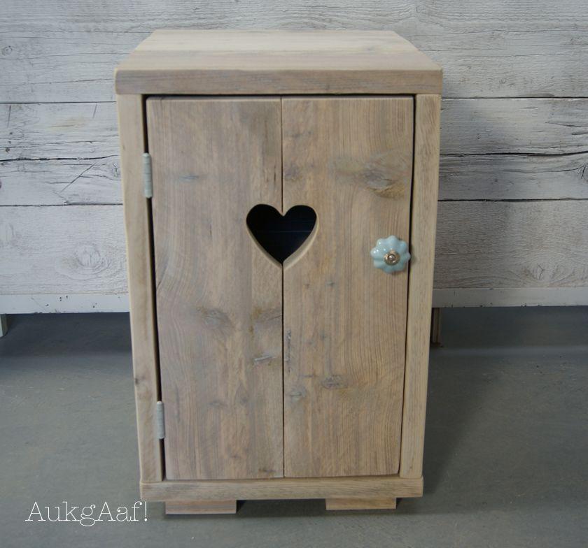 Steigerhouten nachtkastje met hart! http://aukgaaf.com/nl/brocante ...