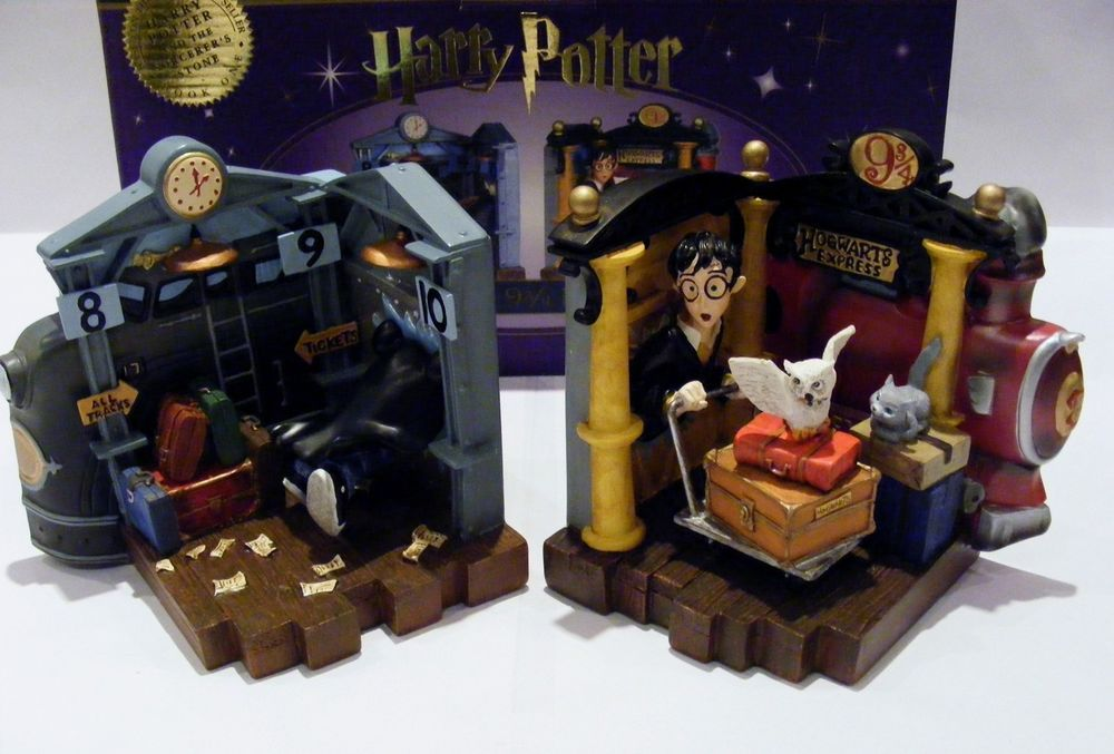 Harry Potter Collectable Bookends - Harry Entering Platform 9 3/4 -