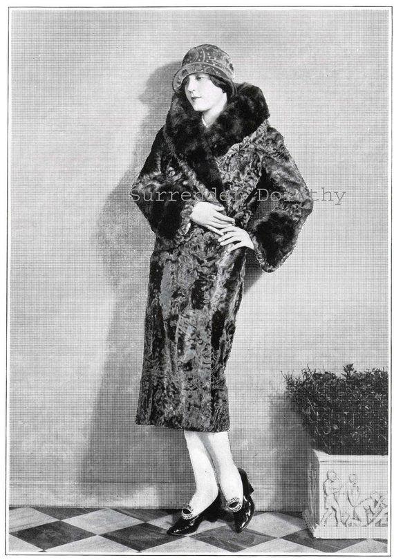 flapper girl in fur coat vintage roaring twenties fashion