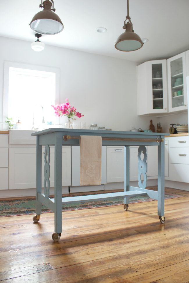 Meet My New Kitchen Island I M Smitten A Friend Of Mine Wasn T Really Using The Table Anymore And Kitchen Design Diy Farmhouse Kitchen Island Upcycle Kitchen