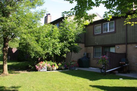 Waterford Townhouses 2625a Battleford Road Mississauga Ontario Townhouse Apartments Apartments For Rent Townhouse