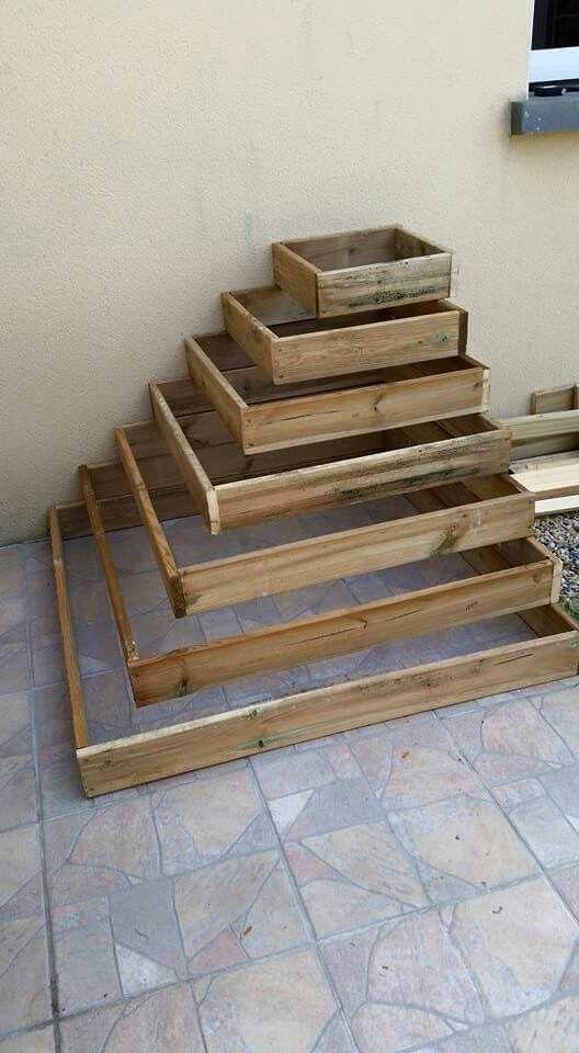 pyramide pour planter les fraisiers id e pour une cascade de fraises brico jardi. Black Bedroom Furniture Sets. Home Design Ideas
