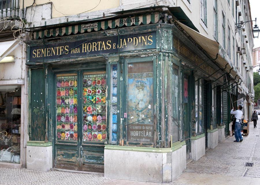 Shopfront in Lisbon, by Lydia EvansPhotographer: Lydia Evans | Copyright: Lydia Evans/Apa Publications Ltd