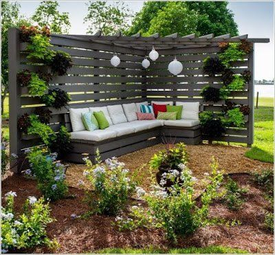 Zeit Um Den Garten Zu Verschonern 12 Tolle Ideen Um Eine Ecke In Ihrem Garten Zu Gestalten Diy Bastelideen Hintergarten Sichtschutz Garten Gartengestaltung