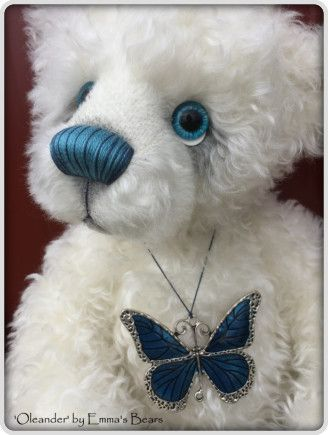 Oleander -EMMAS BEARS Check out nose stitching and blue eyes