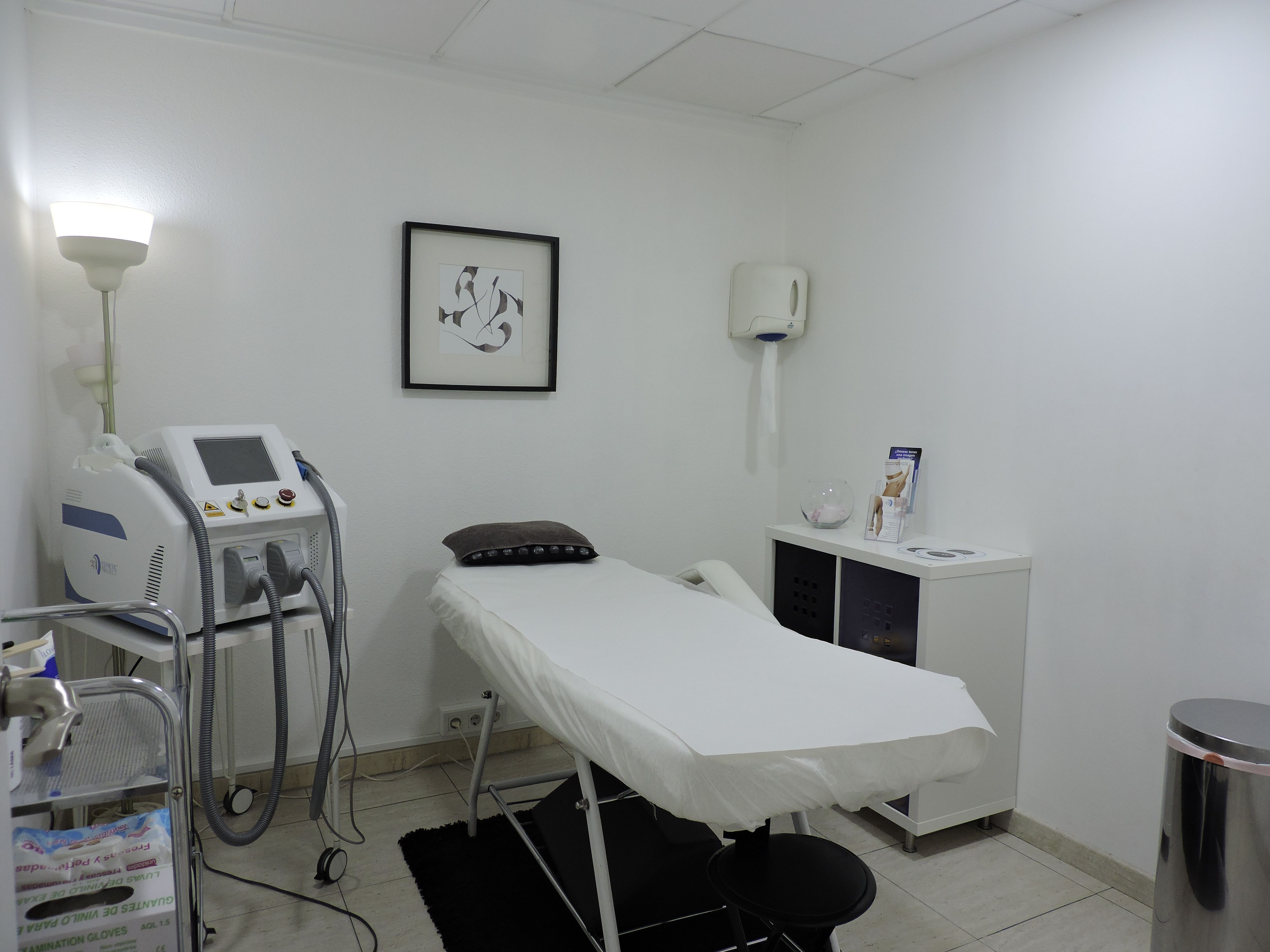Cabina de depilacion l ser bellezzia clinicas est ticas for Sala 8 y medio alicante