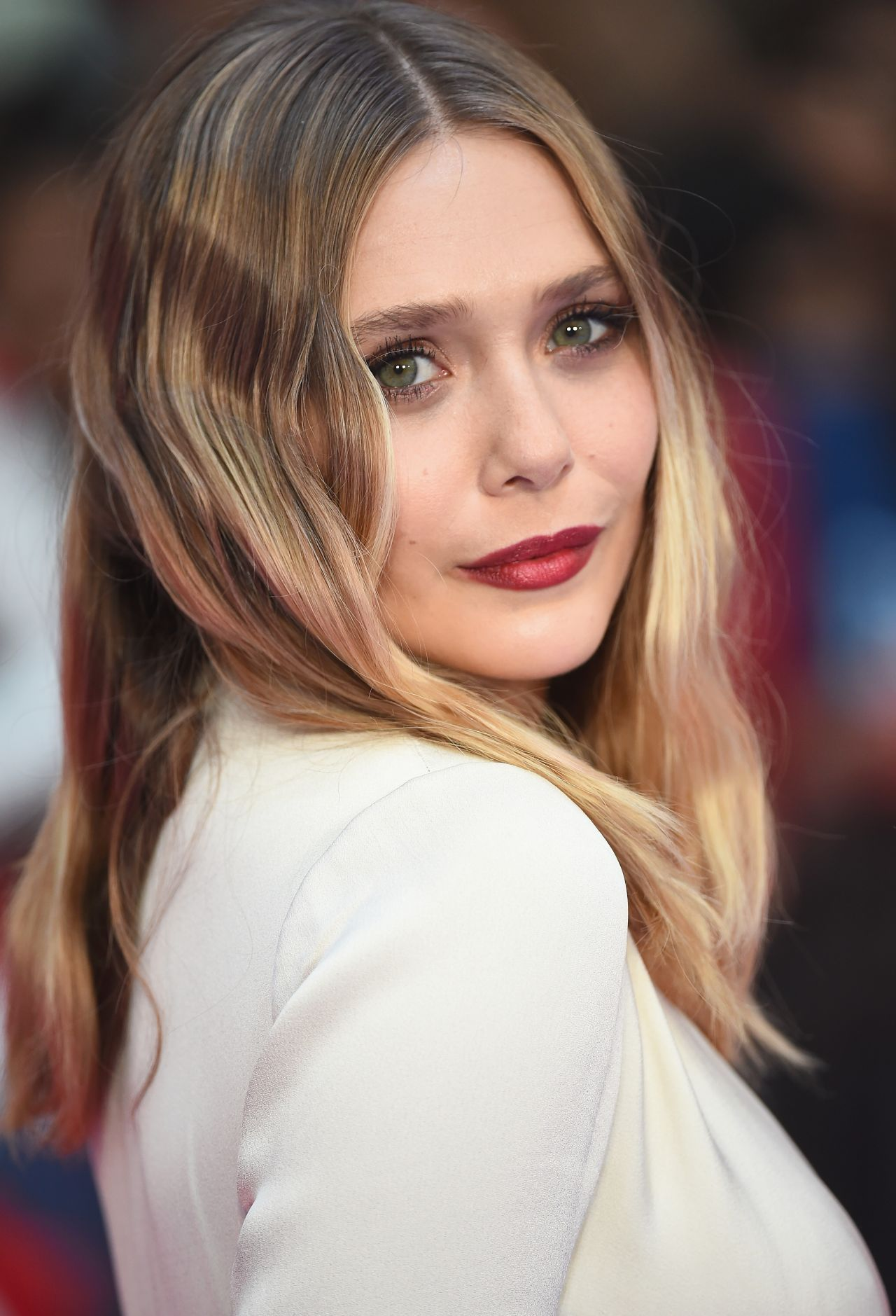 Elizabeth Olsen Download Hd Wallpaper Elizabeth Olsen Elizabeth Olsen Scarlet Witch Elizebeth Olsen