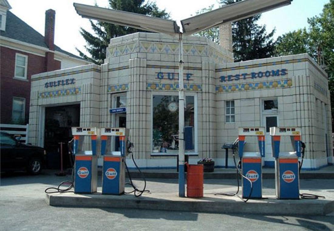 historic gulf oil filling station old gas stations car dealers service garages gas pumps. Black Bedroom Furniture Sets. Home Design Ideas