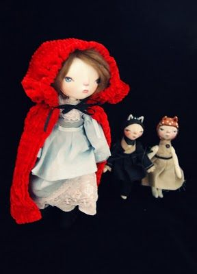 Blog by a very unique doll artist.