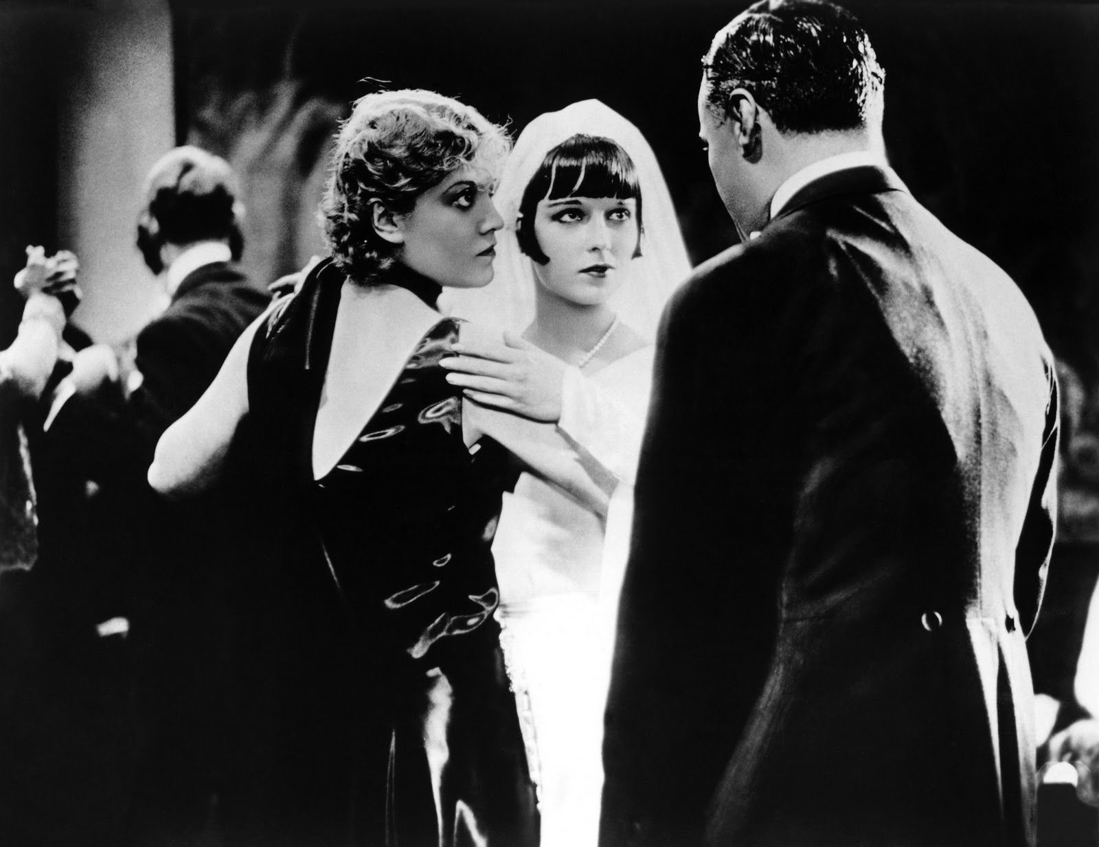 The groom is not amused in Die Büchse der Pandora