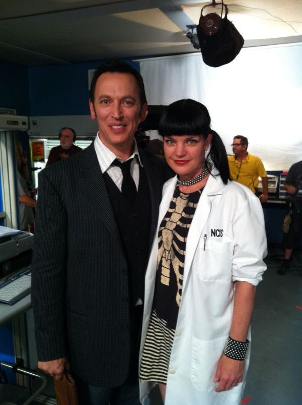 Pauley and @SteveValentine on the #NCIS set