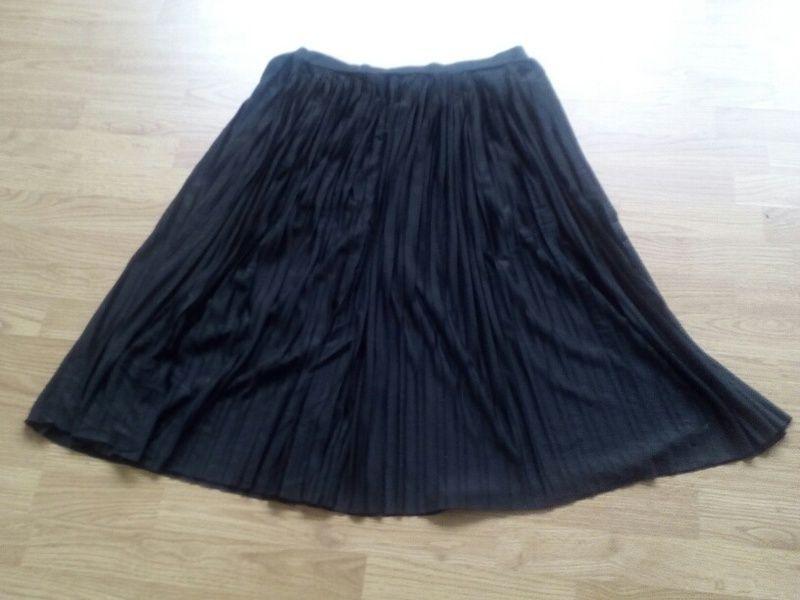 b33b4a3c2d7cbb Jupe plissée mi-longue Primark | Robes | Jupe plissée, Mode femme et ...