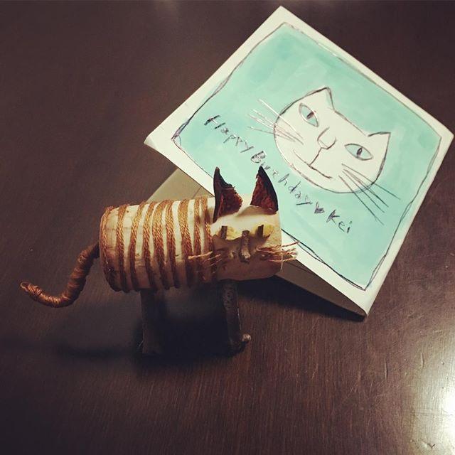 ワイナリーのパン屋に勤めてる友達から、コルクで作ったネコを貰った。  これほんと、 売ってたら買っちゃう。   #コルクアート