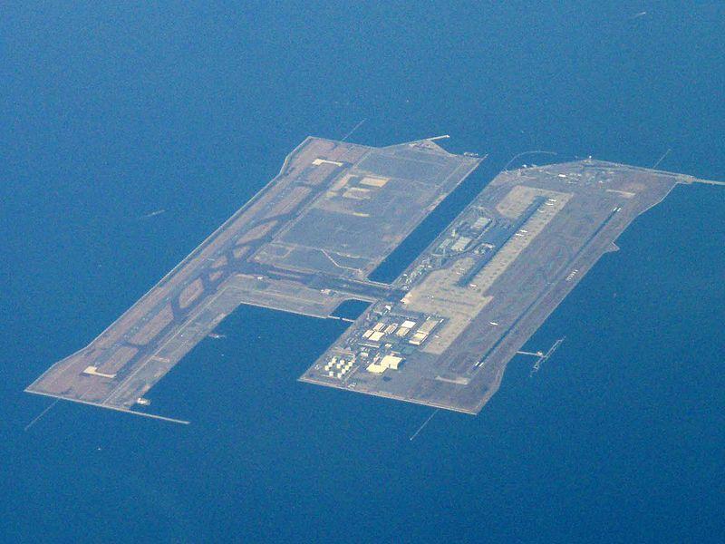 """""""Aeroporto Internacional de Kansai"""". Localizado numa Ilha artificial, na Baía de Osaka. # Osaka, Japão."""