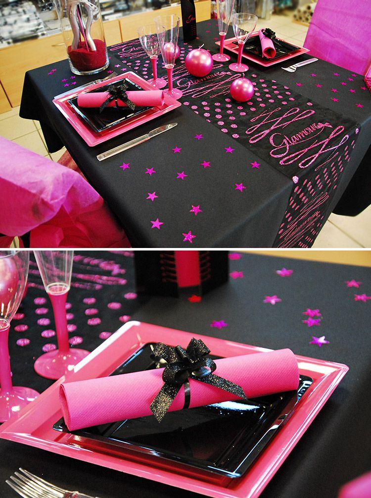 table glamour en noir et fuchsia, détail de la table avec les