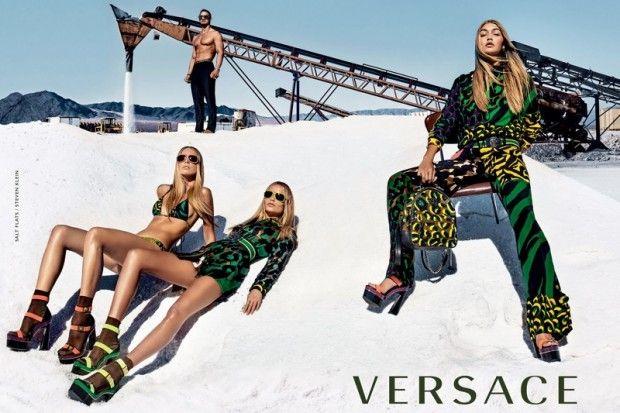 A Versace convocou para sua campanha de Verão 2016 um time de peso  Gigi  Hadid, Raquel Zimmermann e Natasha Poly posam para as lentes de Steven  Klein com ... 9725fc9aa5