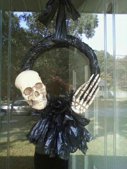 Cheap $4 DIY Halloween Spooky Scary Front Door Entry Wreath