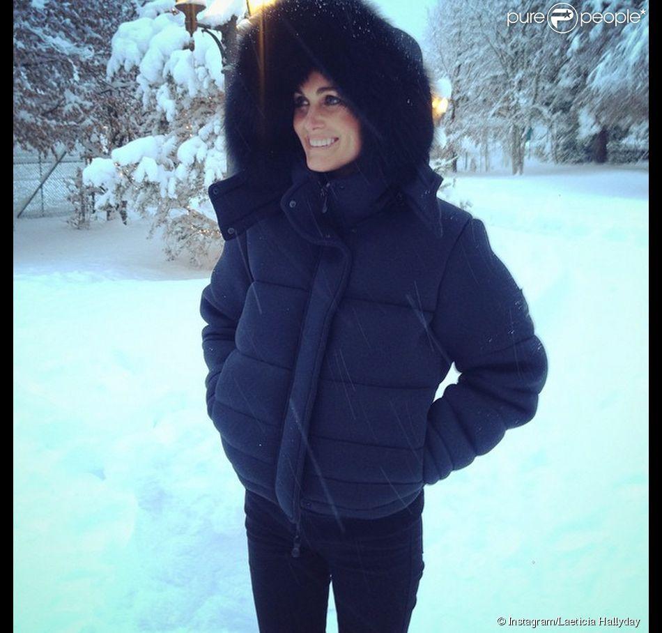 Laeticia Hallyday sous la neige à Gstaad, décembre 2014.