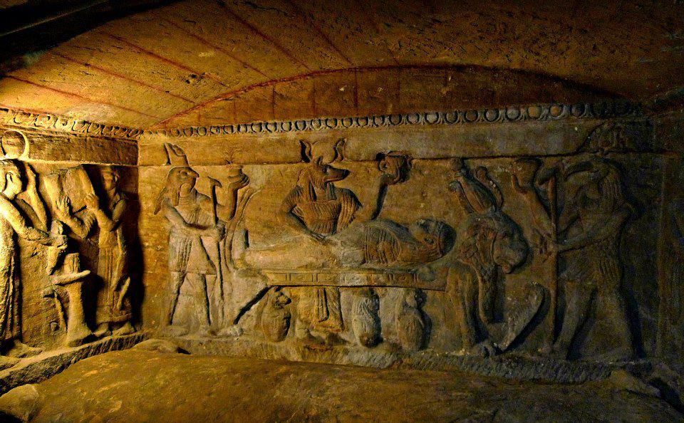 how-a-donkey-discovered-catacombs-of-kom-el-shoqafa-accidentally-in-1900