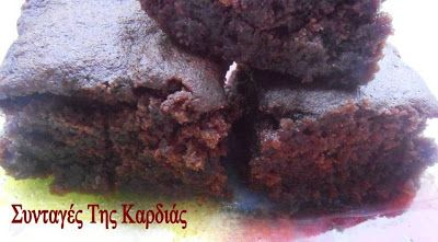ΣΥΝΤΑΓΕΣ ΤΗΣ ΚΑΡΔΙΑΣ: Σιροπιαστό κέικ με ρόφημα σοκολάτας