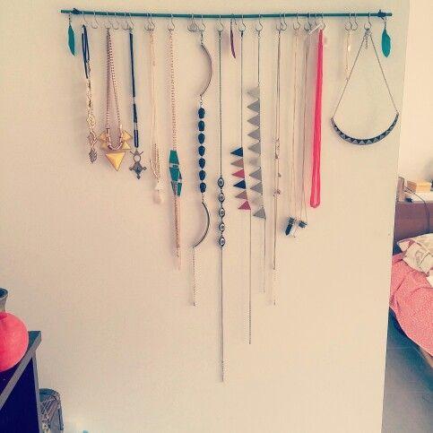 Jewelry hanging organisation