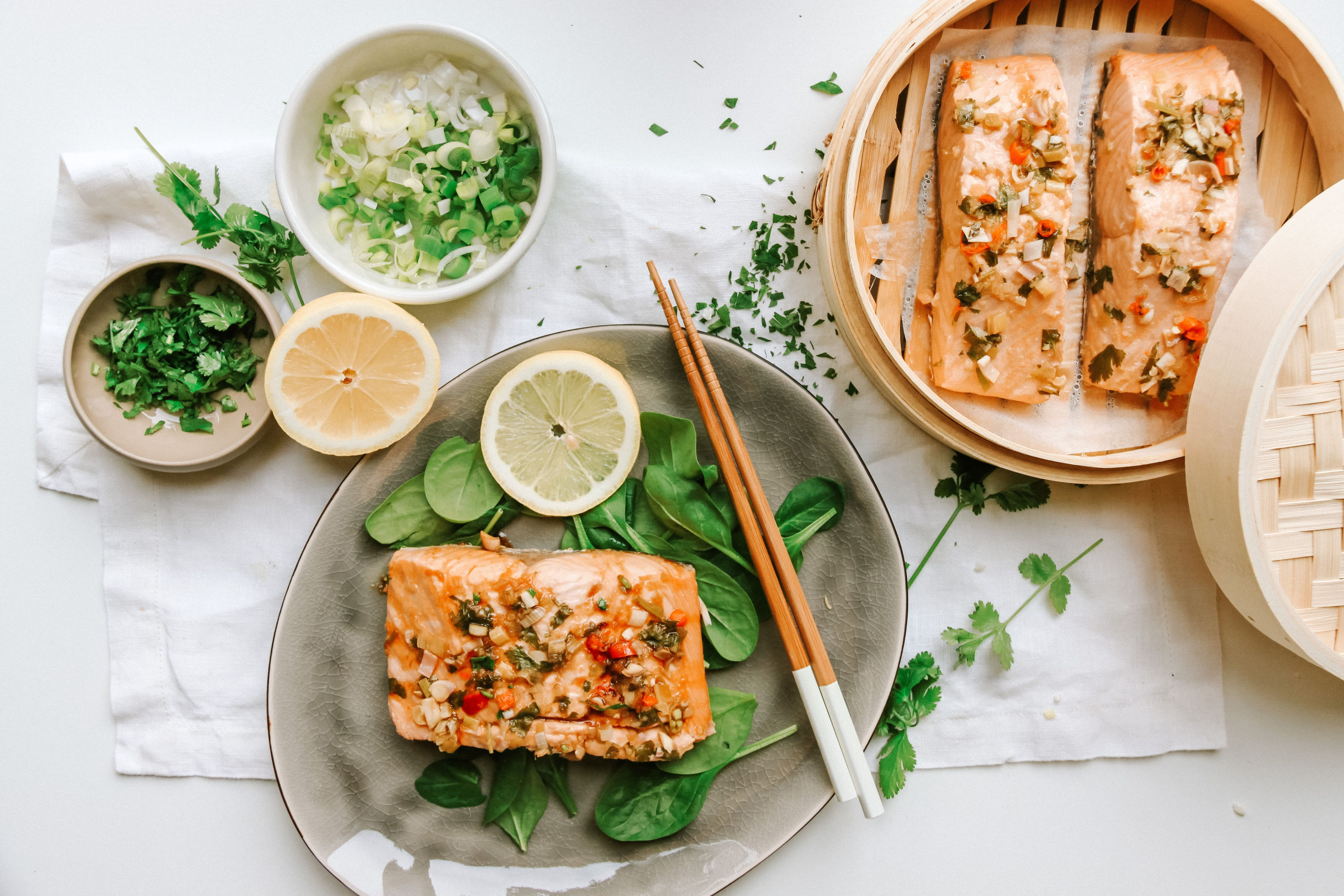 Steamed Chili Lime Salmon:  Switch up your salmon game with this super delicious and easy recipe! A little sweet but so refreshing! Perfect light lunch!  . . #salmon #lunch #seafood #healthy #healthylunch #goodeats #pescatarianrecipes #chili #lime #summerfood #diet #healthyrecipes