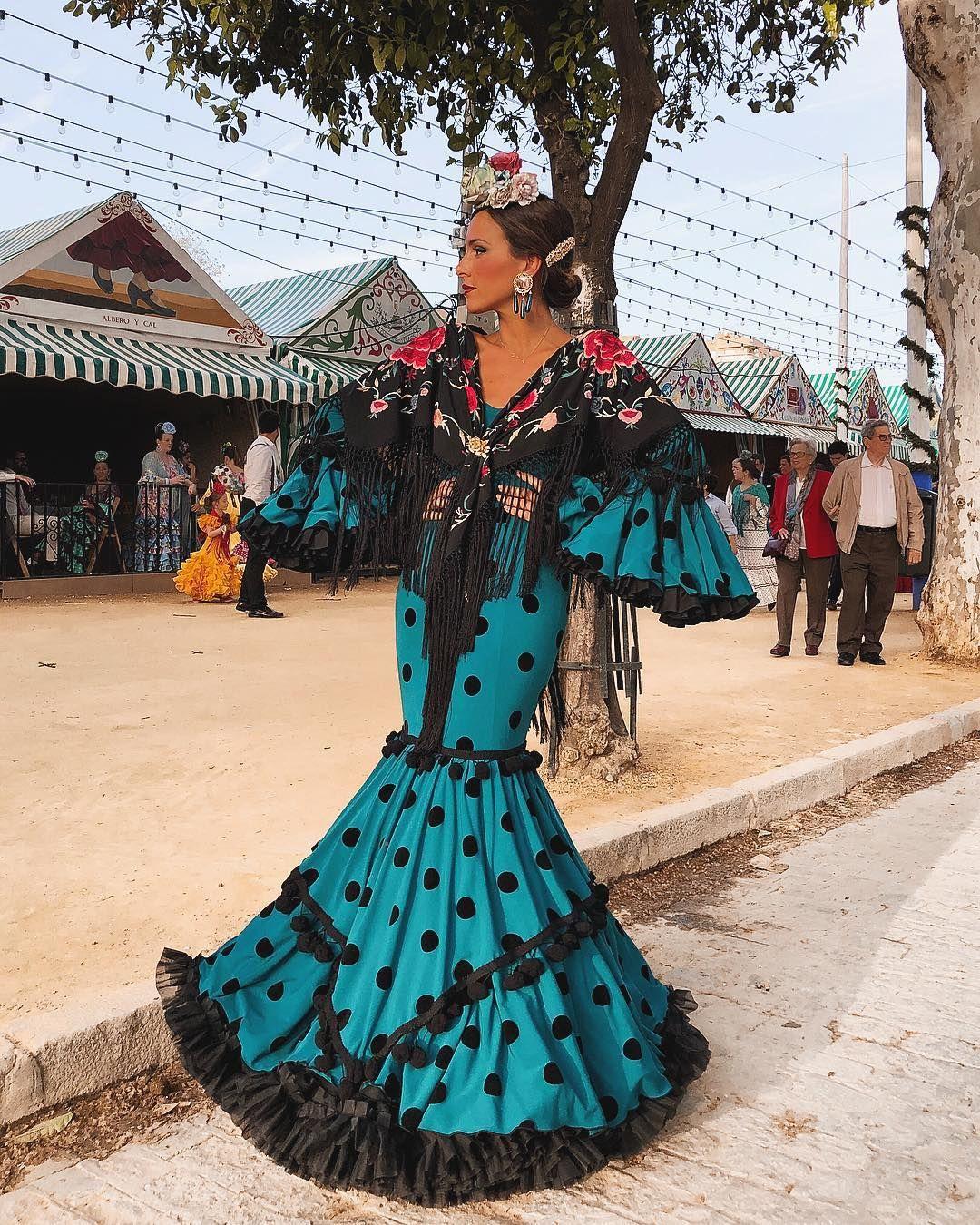Buscamos los mejores looks de la Feria de Sevilla 2018  7cb81090a28