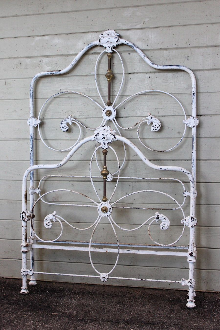 Beautiful Victorian Twin Vintage bed frame, Antique iron