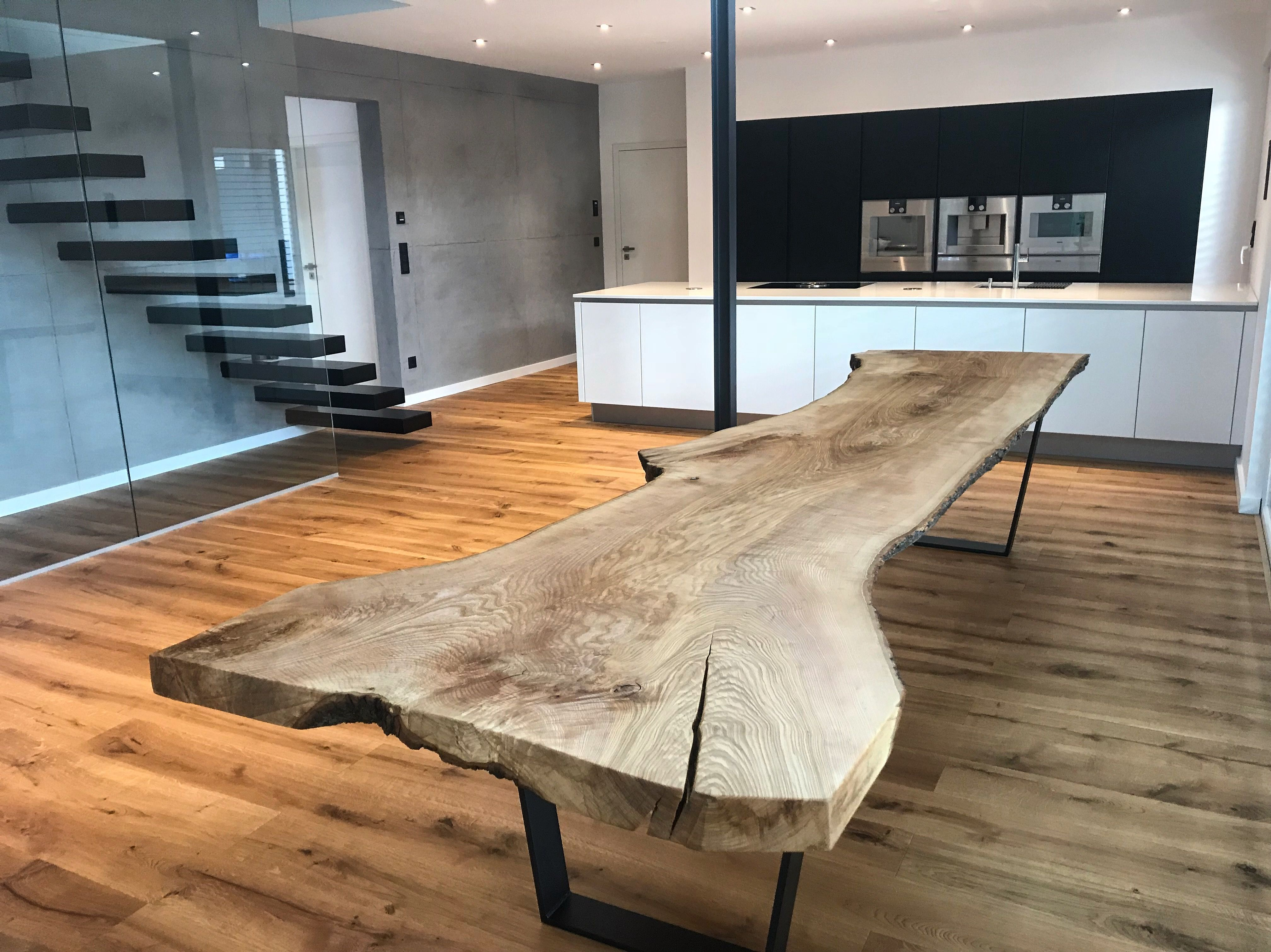 live edge table baumtisch esstisch aus holz unverleimt aus einem st ck tisch aus dem vollen. Black Bedroom Furniture Sets. Home Design Ideas
