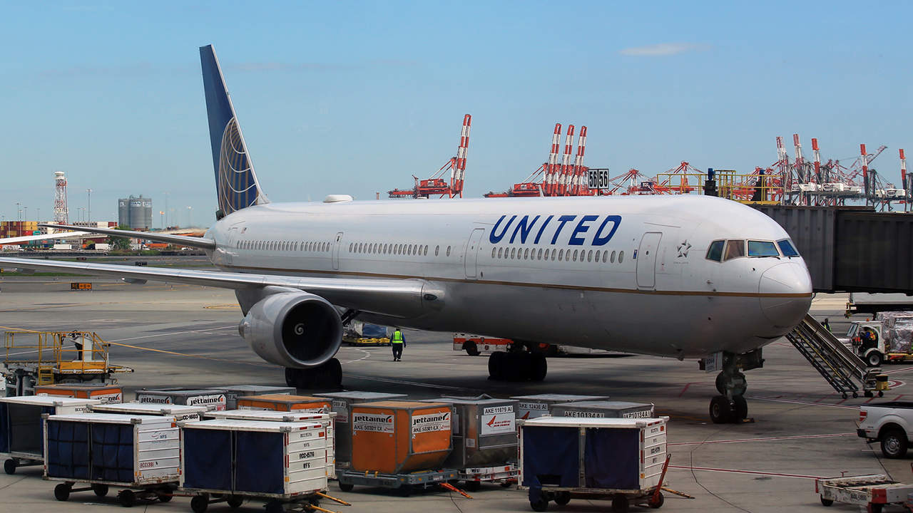 Mom Furious With United Airlines After Boy Is Placed On Wrong International Flight Cosmic Failure In 2020 United Airlines International Flights Airline Flights
