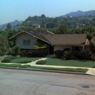 4222 clinton way the home of mike and carol brady