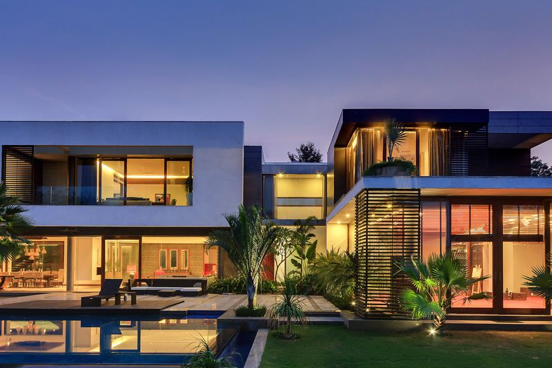 This Home Was Designed To Wrap Around The Swimming Pool Contemporary House House Swimming Pool House