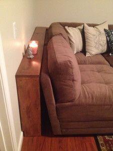 das Brett hinter dem Sofa haben wir schon, aber wir sollten es wie