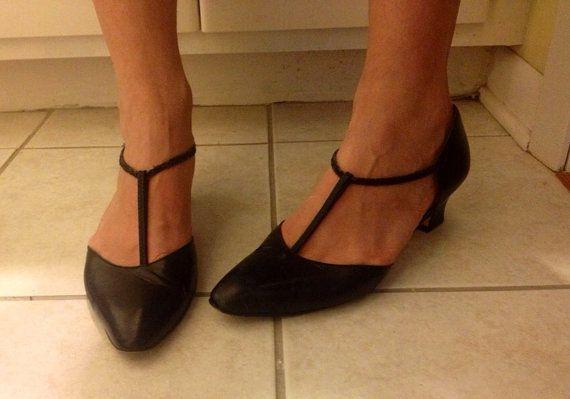 1960s Style Black T Bar Kitten Heels Size 9 8
